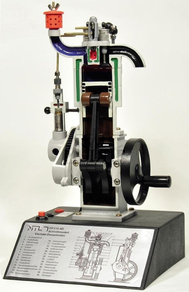 Motor dieselový čtyřtaktní, model v řezu